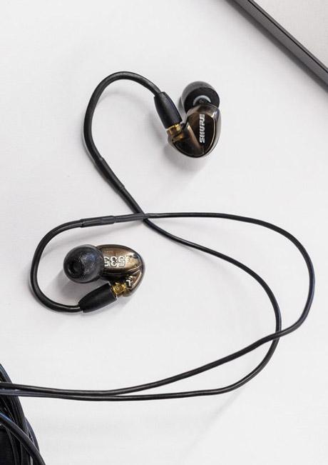 ایرفون استدیو و اجرای زنده با کیفیت حرفه ای آمریکایی شور Shure SE535