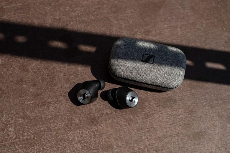 سنهایزر MOMENTUM True Wireless و کیس شارژر آن
