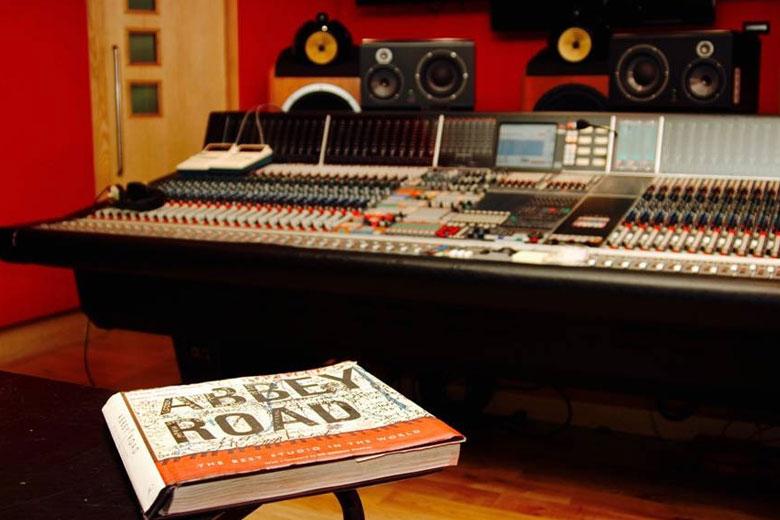 اسپیکر فوکال SM9 در استودیو ابی رود