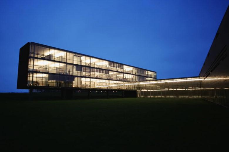 دفتر مرکزی بنگ اند الافسن در استروئر
